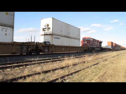 CP Rail 8834 Wave! - Intermodal Freight Load