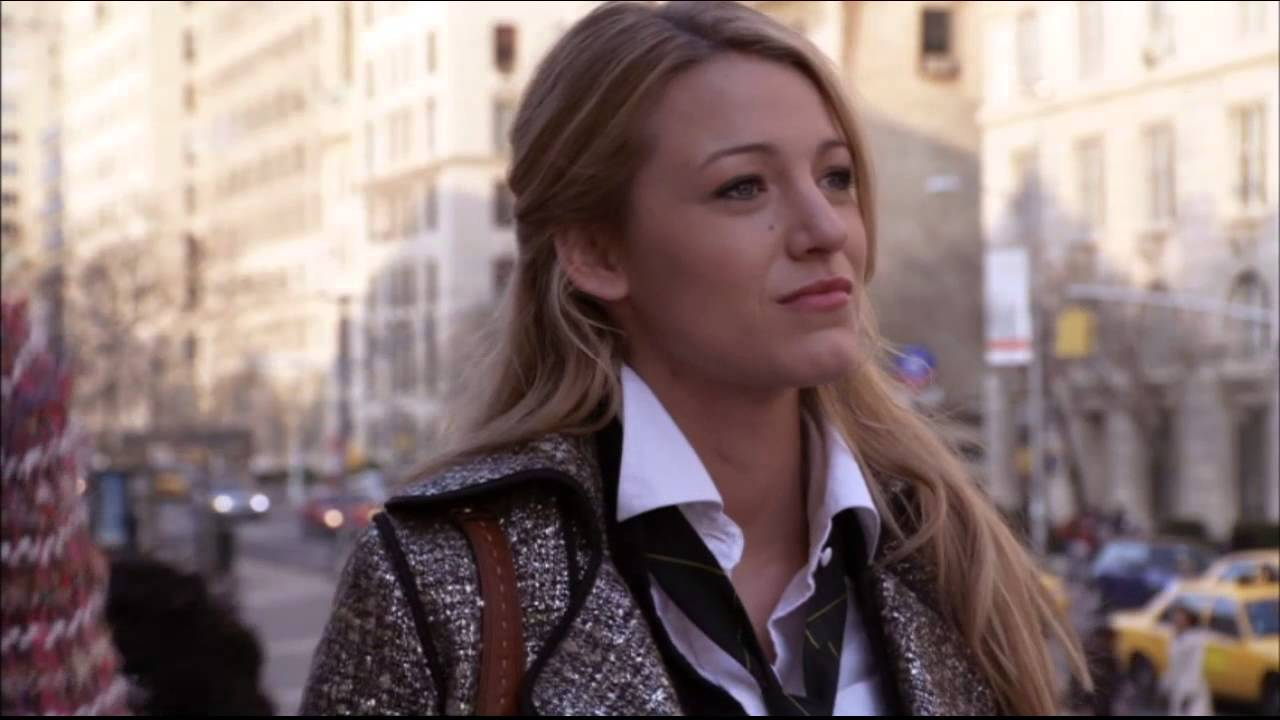Download Gossip Girl 1x01 First Blair & Serena face-off on the Met Steps