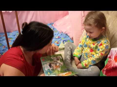 Маша и книжка про белочку