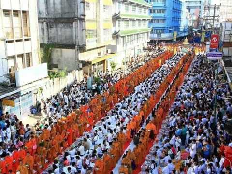 thailand 10,000 monk offering