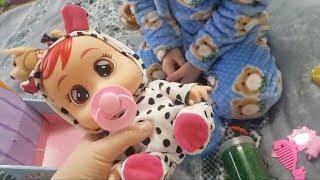 ТАНЦУЮЩАЯ СОБАЧКА на поводке и малыш Бэби Видео для детей