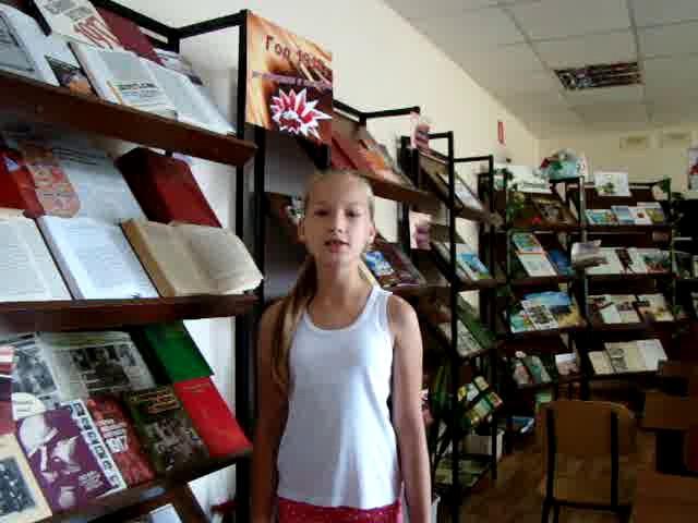 Изображение предпросмотра прочтения – «Информационно-библиографический отдел» читают произведение «Белая береза» С.А.Есенина