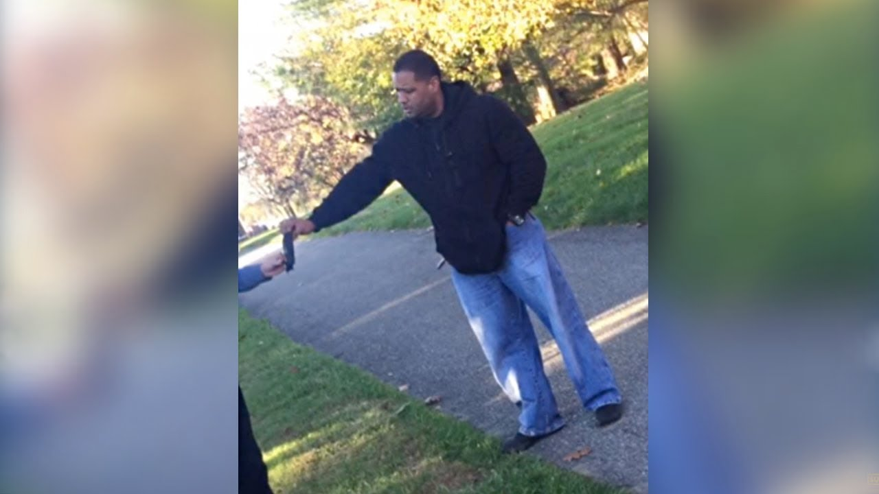 An Off-Duty Cop Pulled a Gun On Teen Waiting For a Bus In Baltimore