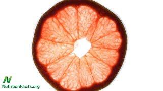 Jíte-li grapefruit, oznamte to svému lékaři