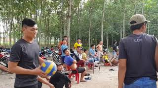 Bong chuyen vietnam vs campuchia(khlang cung đồng đội vs đăng,diu,toàn,bảo) set 1