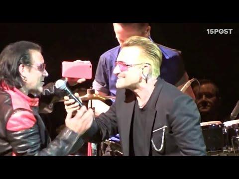 Bono de U2 y su doble de U2 Hollywood, cantan a duo.