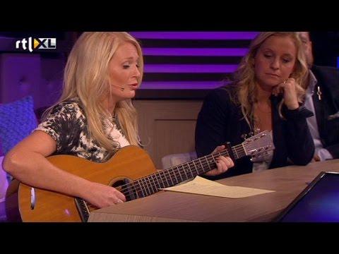 Miss Montreal zingt voor iemand in publiek - RTL LATE NIGHT