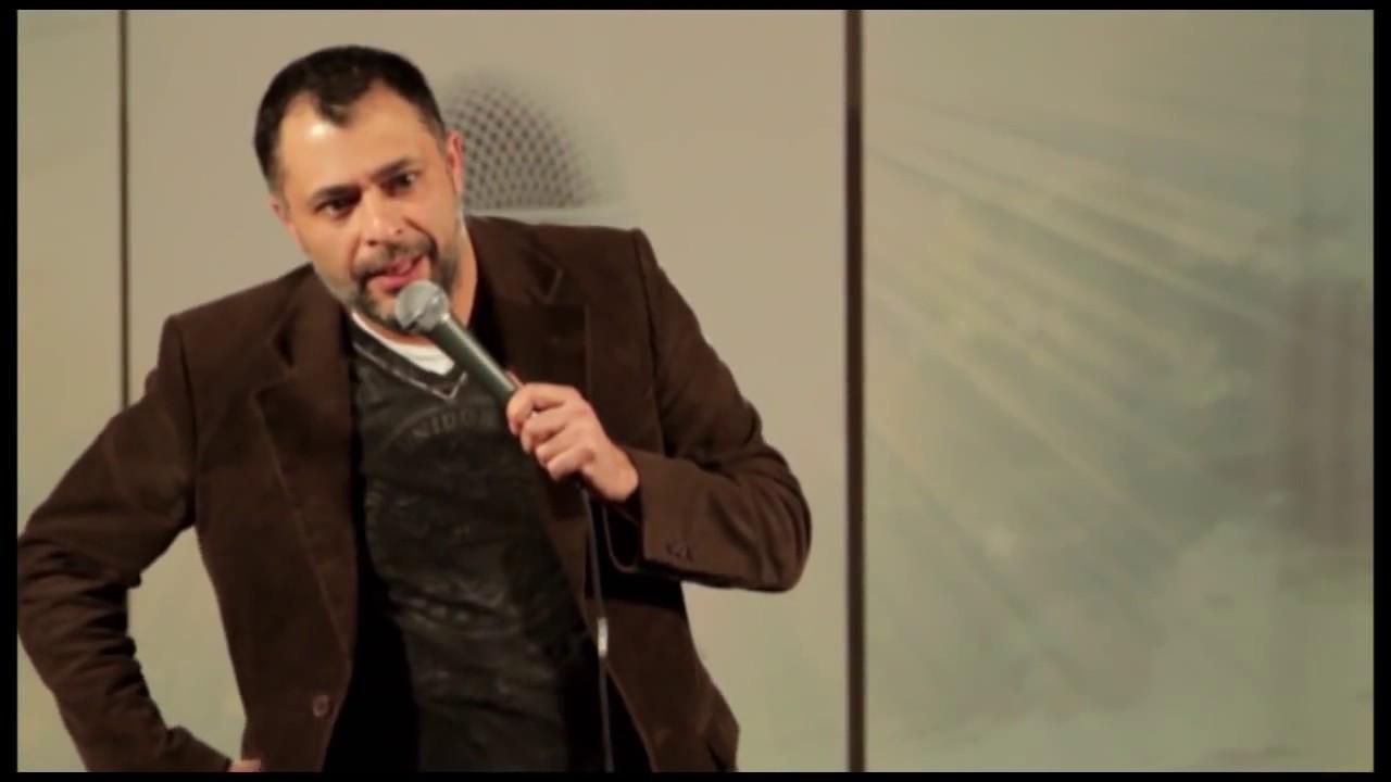 Stand-up Comedy om Muslimer. Kan man lave grin med muslimer ? Omar Marzouk optræder for muslimer-
