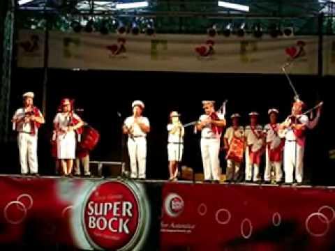 "Grupo Zés Preiras e Musical ""Os Divertidos"" ...guitarra toca baixinho..."