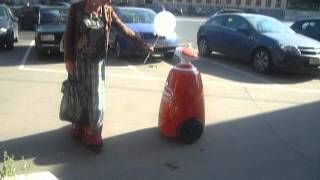 Робот на открытии магазина М.Видео 1 и 2 июля(, 2012-07-03T11:58:10.000Z)