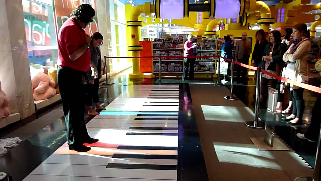 The piano from big at fao schwarz toy store 5th avenue new york the piano from big at fao schwarz toy store 5th avenue new york city hd youtube sciox Image collections