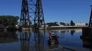 Puente Transbordador Nicolás Avellaneda y canoero con pasajeros