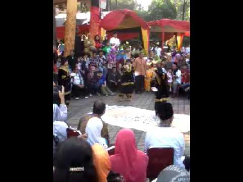 Tari piring halal bihalal KWK kinari di taman mini