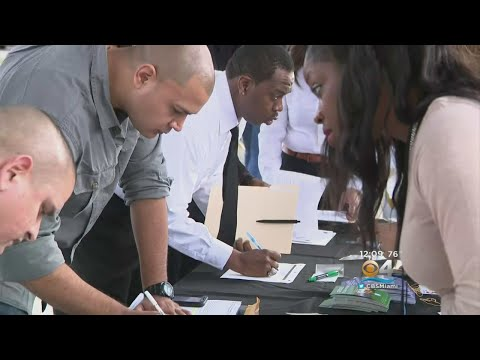 miami-dade-schools-police-hiring-more-officers