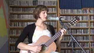 """Laura Gibson performs """"Milk-Heavy, Pollen-Eyed"""" for KSUA Take Out Session"""