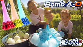 BATAILLE DE BOMBES À EAU ! - 100 bombes à eau en 60 secondes avec Bomb A-O Bunch O Balloons!
