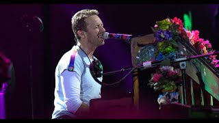 Download lagu Chris Martin Sings Crawling Tribute To Chester Bennington Coldplay Linkin Park MP3