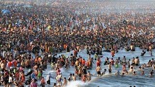 Bãi biển Sầm Sơn thất thủ những ngày nắng nóng đỉnh điểm