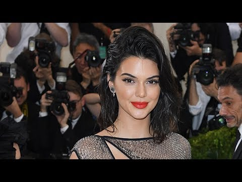 Kendall Jenner Gets Called Out By Bar For Not Tipping