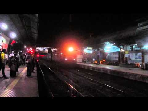 19312 Indore - Pune Express crossing Badlapur !!