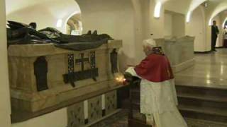 Pope visits the tombs of his predecessors