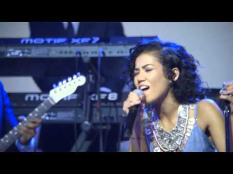 "live performance: Jhene Aiko, ""Spotless Mind"" at #uncapped - vitaminwater & FADER TV"
