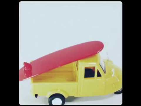 Aoshima 1/50 JP Showa Period Daihatsu Midget 3 wheeler YLW w SurfBoard
