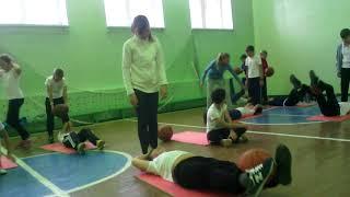 Как проходит урок физкультуры Егора и Ани))).