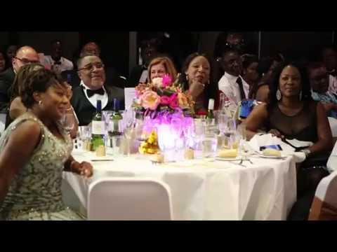 White man sings Ghanaian Twi gospel song, yen nana nom som abosom