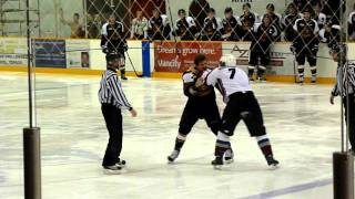 Mackey (Kodiaks #77) vs Wallinger (Icebreakers #7) PIJHL hockey fight Nov. 24, 2011