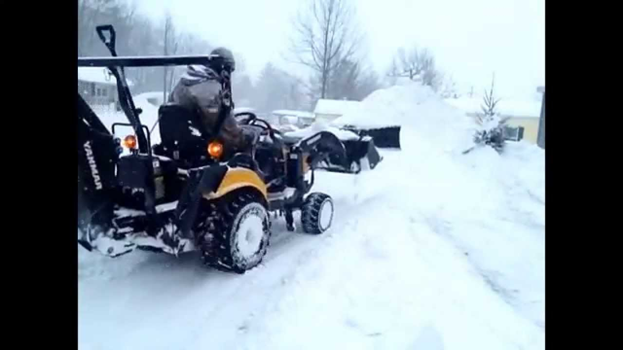 4x4 four wheel drive tractor stacking snow literally 9 feet high youtube. Black Bedroom Furniture Sets. Home Design Ideas