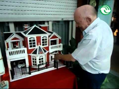 El vecino que fabrica su propia ciudad en miniatura youtube - Casas miniaturas para construir ...
