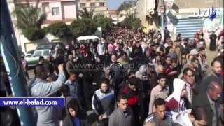 بالصور والفيديو.. أبناء ميت عاصم يودعون جثمان الشهيد 'أحمد زايد'