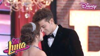 "Soy Luna 2 - Capitulo 51 - Luna & Matteo cantan ""Que mas da"" en la Roller Jam Gala"