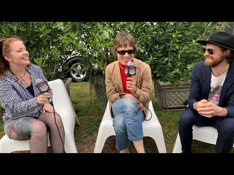 Wendy Rollins - Shaky Interview: Cage The Elephant