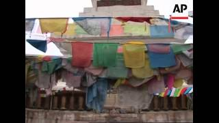 Monks in Shangri-la pray for peace in Tibet