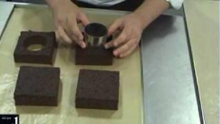 Financier, crumble de chocolate, vainilla y frutos rojos. Alejandro Montes 2/2