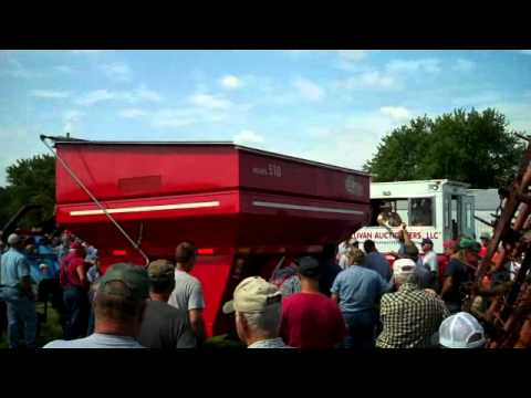 2006 EZ Trail 510 Grain Cart Sells for Record High Price