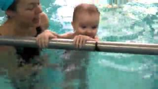 Раннее плавание для малышей