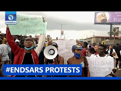 #SARSMUSTEND: Youths Protest On Major Streets In Surulere Lagos