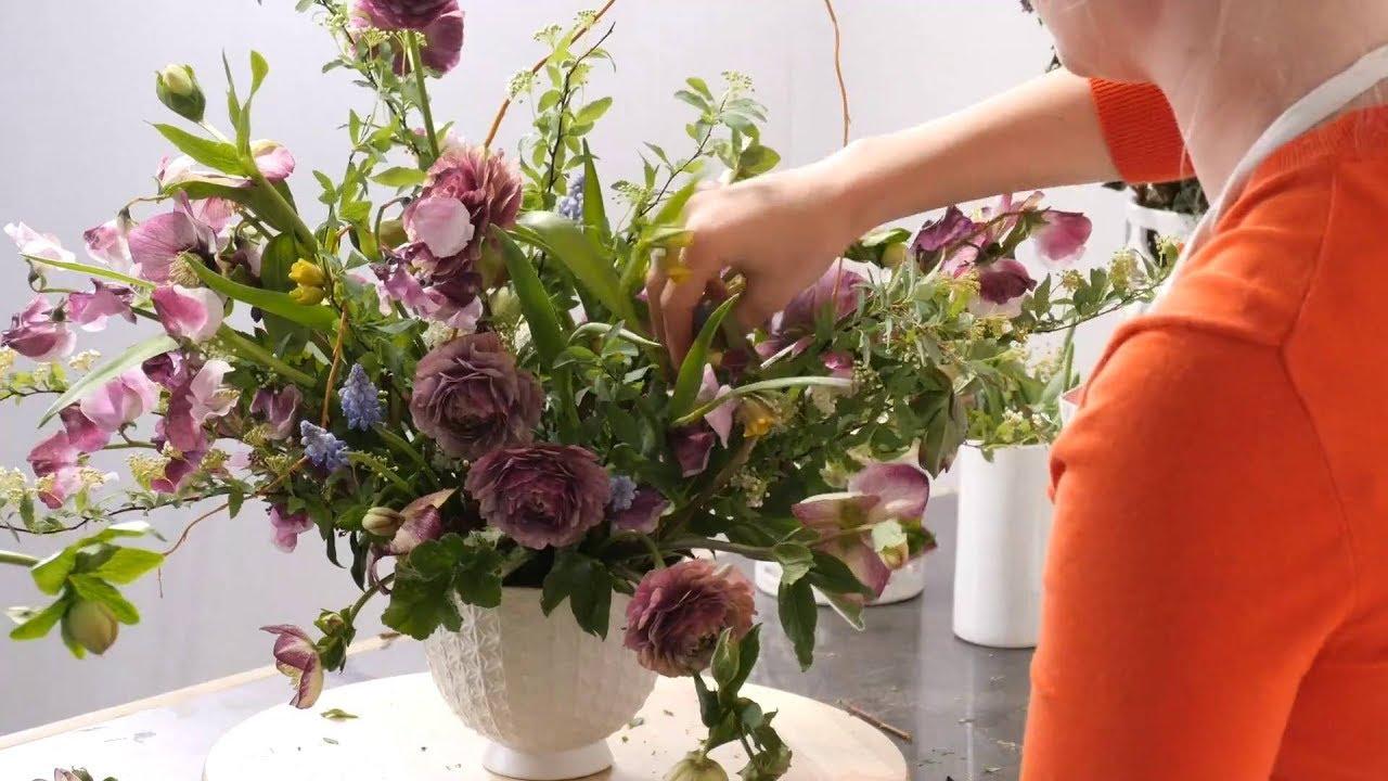 Fast Flower Video Ranunculus Arrangement Youtube