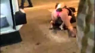Mulheres peladas de calcinha flagradas aos tapas no meio da rua