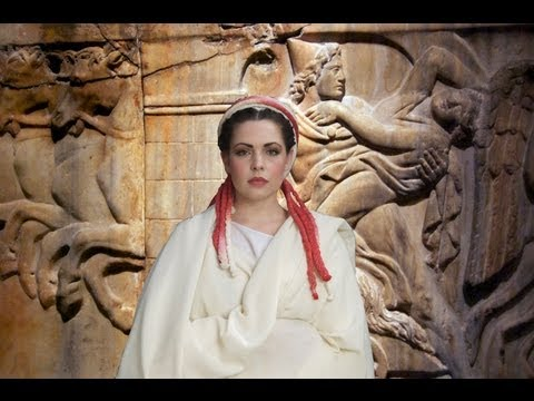 "Vestal Hairdressing: recreating the ""Seni Crines"""