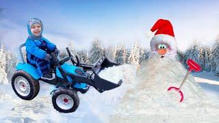 На синем тракторе малыш и папа чистят снег и малыш ждет Деда Мороза. Новогодний сборник для детей