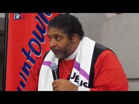 Dr  Barber speaking in Detroit