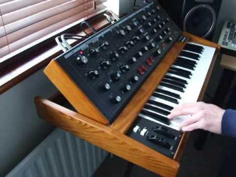 Moog Minimoog Voyager OS Demo