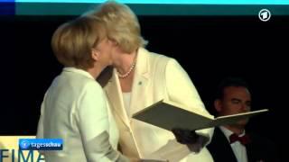 Bundeskanzlerin Merkel wird mit BdV-Ehrenplakette ausgezeichnet - Tagesschau zum Tag der Heimat 2014