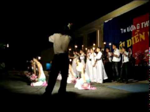 DauChanPhiaTruoc - Đồng ca 11a2 - 0811-Hoa Binh High school