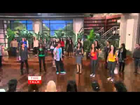 The Talk – Zumba Workout with Beto Perez