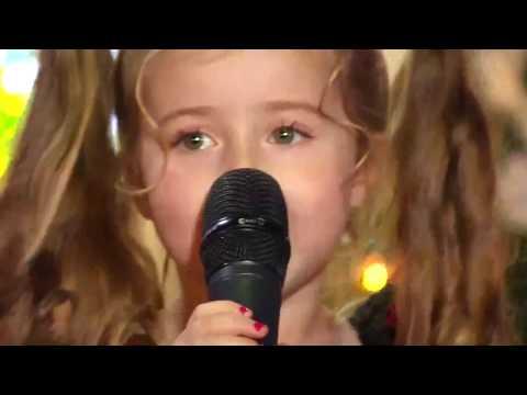Маленькая девочка классно поет!   'А ты меня любишь'♪
